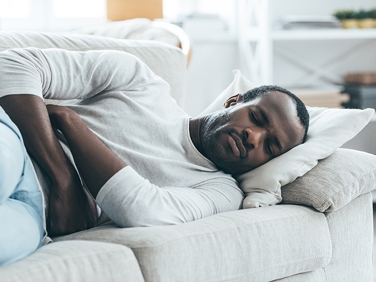 Боли внизу живота у мужчин: не медлите с визитом к врачу